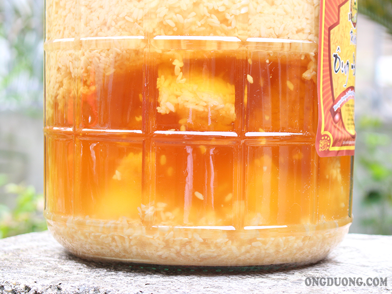 Toàn bộ quy trình sản xuất rượu trứng gàđược Ông Đường trực tiếp thực hiện