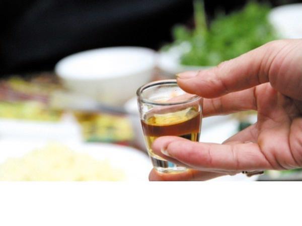 Cách phân biệt rượu gạo và rượu pha cồn bằng phương pháp đơn giản