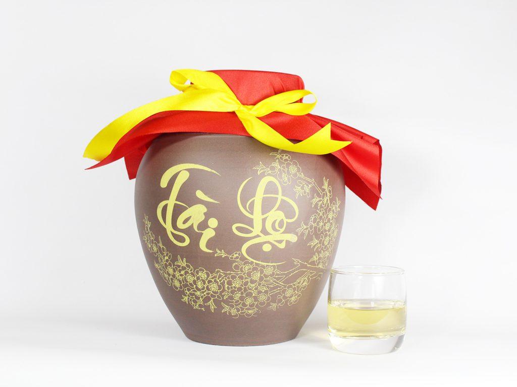 Vò rượu sành cao cấp vẽ họa tiết mai vàng của mùa xuân