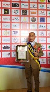 Hình ảnh nghệ nhân Ông Đường nhận giải